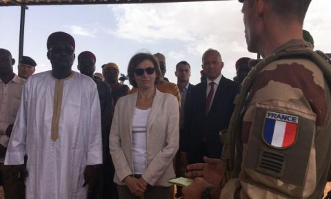 وزيرة الدفاع الفرنسية فلورانس بارلي خلال جولة لها في أفريقيا أرشيف