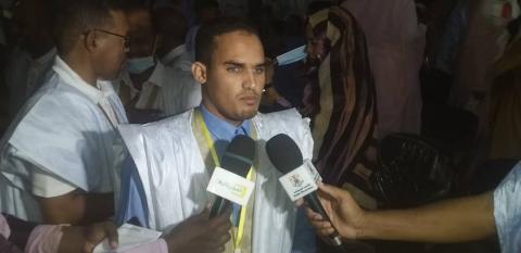 الفائز بالمرتبة الأولى التلميذ محمد صالح محمد يحظيه من الثانوية العربية