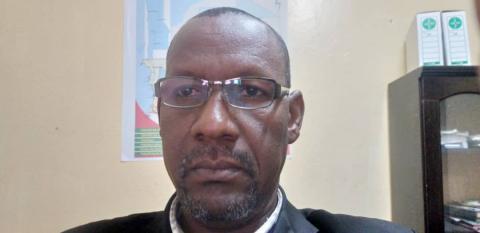 الدكتور:  محمد محمود حماد المدير الجهوي للعمل الصحي على مستوى ولاية غورغول ( المصدر البشام الإخباري)