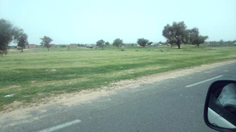 صورة من الطريق المؤدية إلى قرية مفتاح الخير