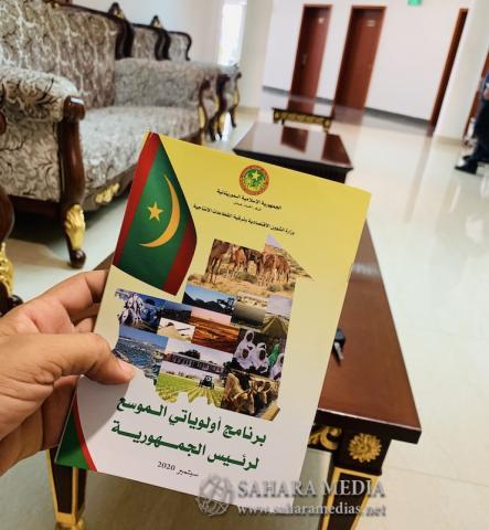كتيب يتضمن تفاصيل برنامج أولوياتي الموسع باللغتين العربية والفرنسية (صحراء ميديا)
