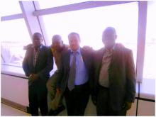 نقيب الصحافة المورتانية إلى جانبه نقيب الصحافة السنغالية ومديرمكتب الاتحاد الدولى للصحفيين على مستوى افريقيا باغلو